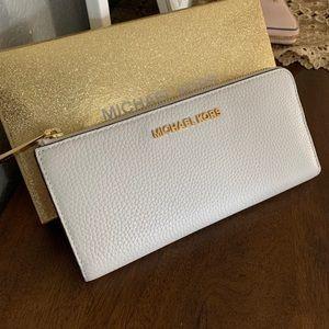 New Mk 🦋 jet set large zip wallet
